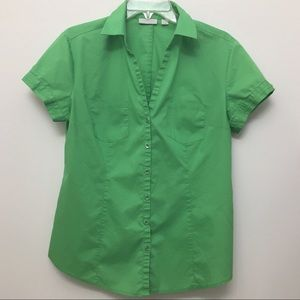 Like New! short sleeve button down top w/2 pockets